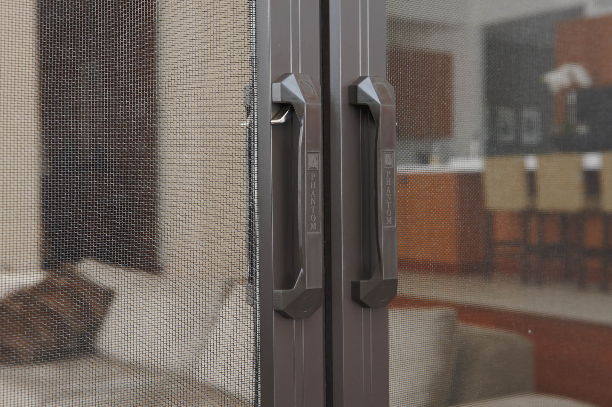 Phantom door screen phantom retractable screen doors for Phantom sliding screen doors