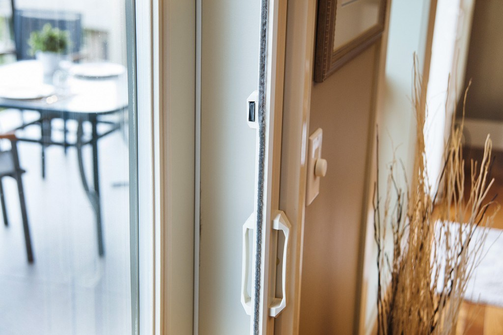 Retractable door screens cool screens inc for French door magnetic screen